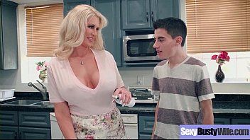 Ryan conner hawt large melon whoppers milf tener un divertido sexo en grupo video-24