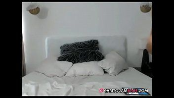 Dark brown bare dancing on daybed live webcam